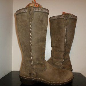 UGG 5139 BOOTS SIZE 9